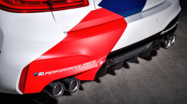 BMW M5 M Performance parts - pipes 2