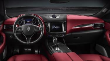 Maserati Levante GTS - dash