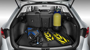 SEAT Leon ST boot with scuba diving gear