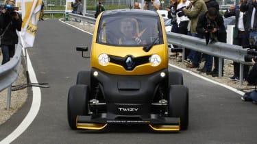 Sebastian Vettel drives Renault Twizy F1 video