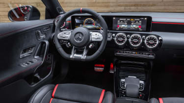 Mercedes-AMG CLA45 S Shooting Brake - dash