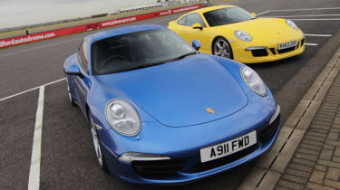 Porsche 911 Carrera S vs C4S