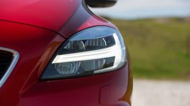 Volvo V40 2016 facelift - headlight