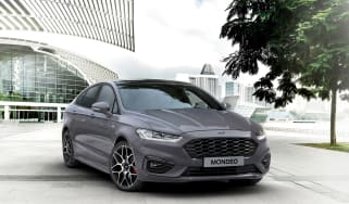Ford Mondeo MY19 ST-Line - front quarter
