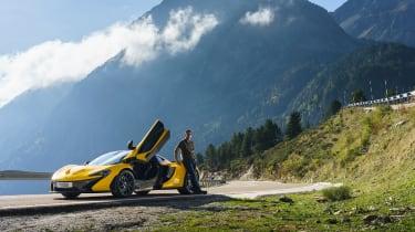 McLaren P1 yellow DS - doors open