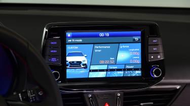 Hyundai i30 Fastback N - screen