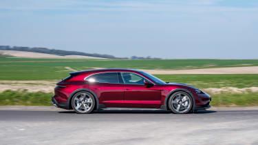 Porsche Taycan Cross Turismo – side