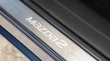 2017 Mazda 2 - sill
