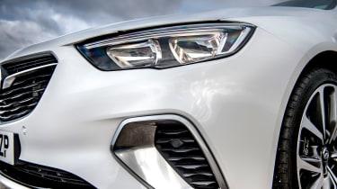 Vauxhall Insignia Grand Sport GSi BiTurbo – headlgiht