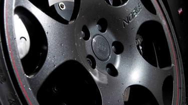 Noble M600 alloy wheel