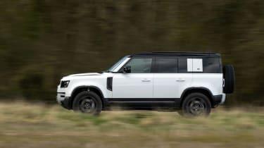 Land Rover Defender 110 P400 SE – tail