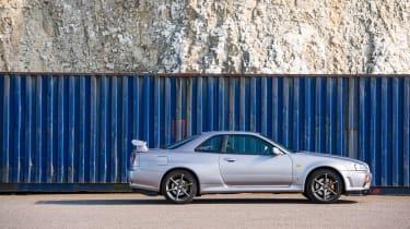 Nissan GT-R R34 - side