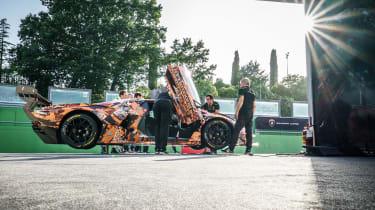 Lamborghini Essenza SCV12 – side paddock