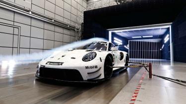 Porsche 911 RSR -quarter