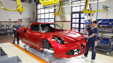 Alfa Romeo 4C: tech rundown and video production line