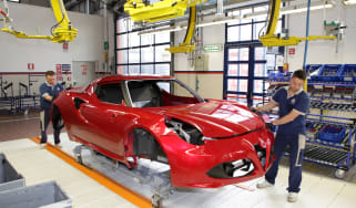 Alfa Romeo 4C: tech rundown and video production line