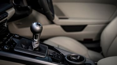 Porsche 911 Carrera S manual shifter