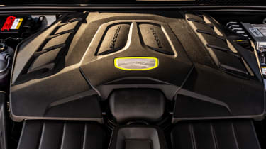 Porsche Cayenne Turbo S e-hybrid – engine bay