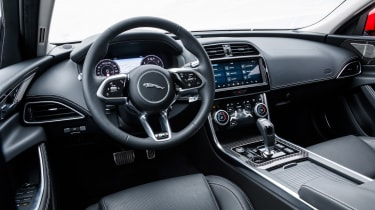 Jaguar XE P300 R-Dynamics S AWD