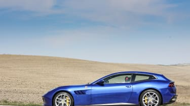 Ferrari GTC4 Lusso T - static side