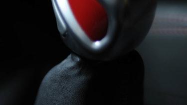 Peugeot 208 GTI gearstick