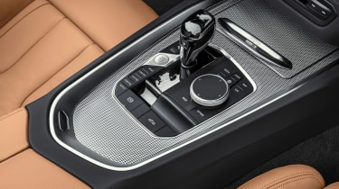 BMW Z4 M40i silver - console