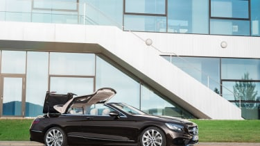 Mercedes-Benz S560 Cabriolet roof