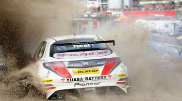 British Touring Car Championship Round 1: Brands Hatch - Matt Neal spins out on the first lap