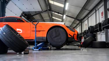 Mercedes-AMG GT Black Series - tyre warm