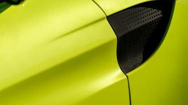 Aston Martin Vantage - green static vent