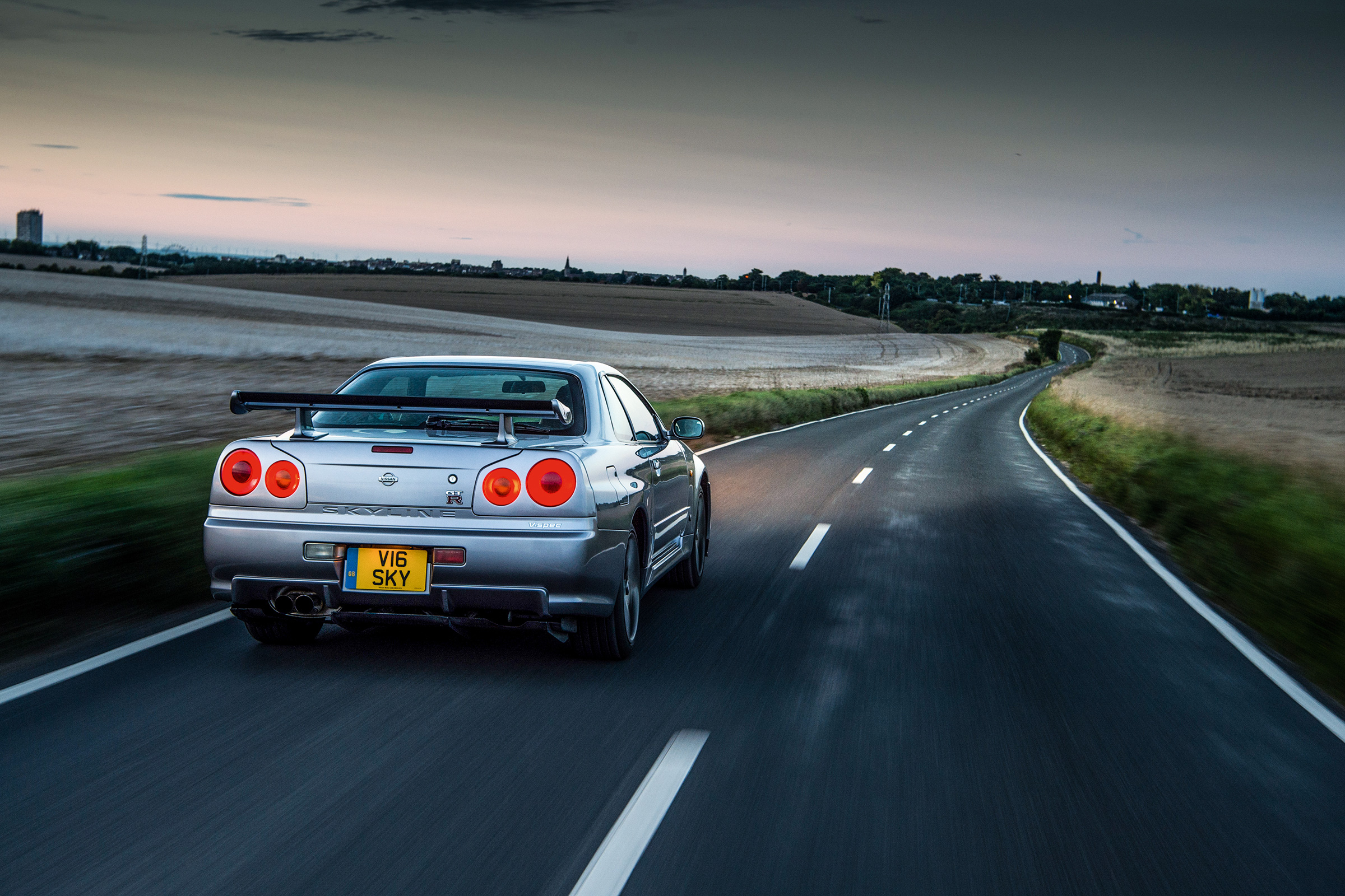Nissan Skyline Gt R R34 Review History And Specs Of An Icon Evo