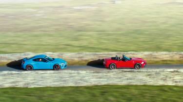 Mazda MX-5 vs Abarth 124 Spider side