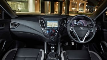 2012 Hyundai Veloster Turbo interior dashboard