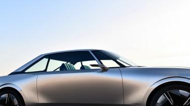 Peugeot e-Legend concept - side