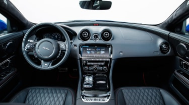 Jaguar XJR575 Portugal - interior
