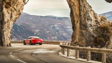 Porsche 911 Carrera T - turn in
