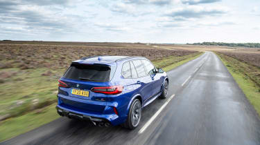 BMW X5M Competition - rear tracking