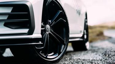 VW GTI TCR vs Megane RS Trophy - wheels