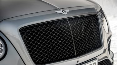Bentley Bentayga V8 – grille