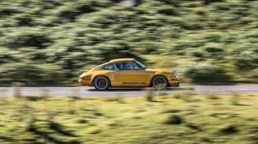 Singer Porsche side