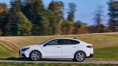 Hyundai i30 Fastback N-Line - side