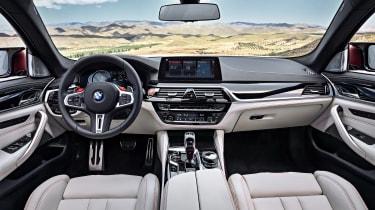 BMW M5 F90 - Plum matte interior