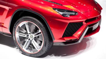 Lamborghini Urus SUV front splitter alloy wheel