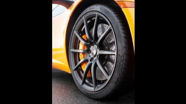McLaren MP4-12C - wheel