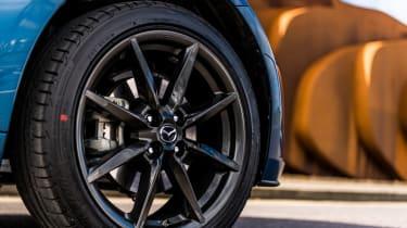 Mazda MX-5 RF Sport Black – gunmetal wheels