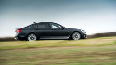 BMW M760Li xDrive - Side