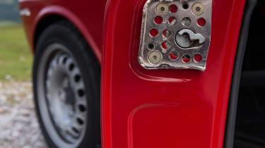 Alfaholics GTA-R 270 – drilled door latch