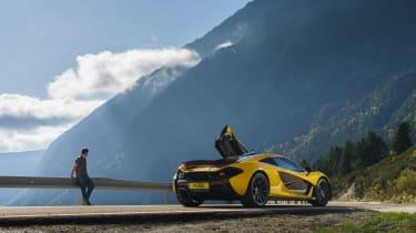 McLaren P1 yellow DS - doors