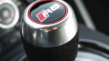 2013 Audi R8 V10 Plus S-tronic gearstick