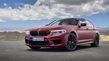 BMW M5 F90 - Plum matte front quarter